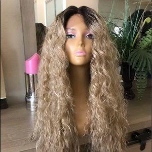 Ash blonde ombré natural wavy wig lace front